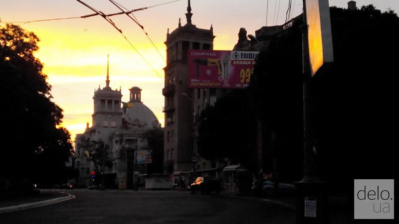 Репортаж из Мариуполя. Закат в центре города
