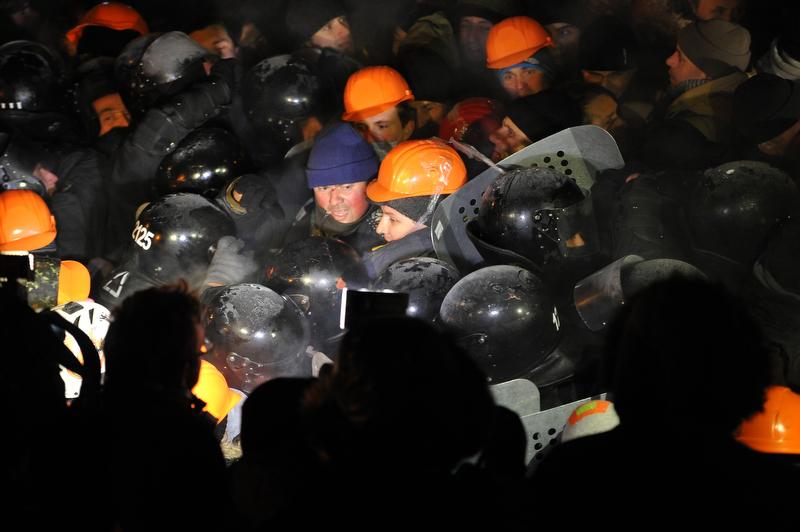 Попытка разогнать Майдан 11 декабря. Фото: Алексей Фурман