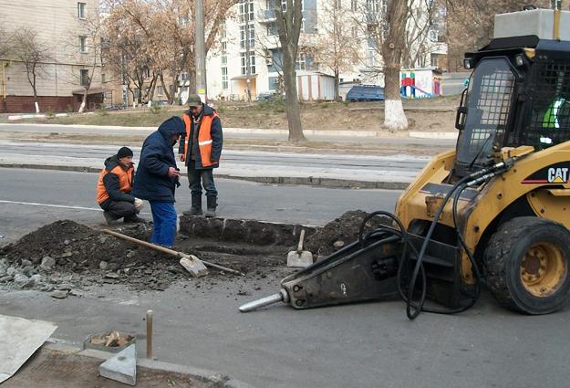 Ремонт дороги на ул. Дегтяревской: подогнали тяжелую технику:)))