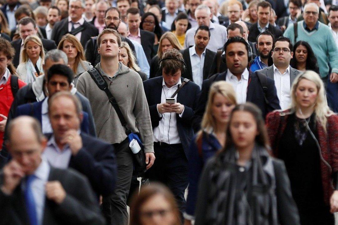 Более 55% украинцев называют низкие зарплаты и пенсии своей главной проблемой
