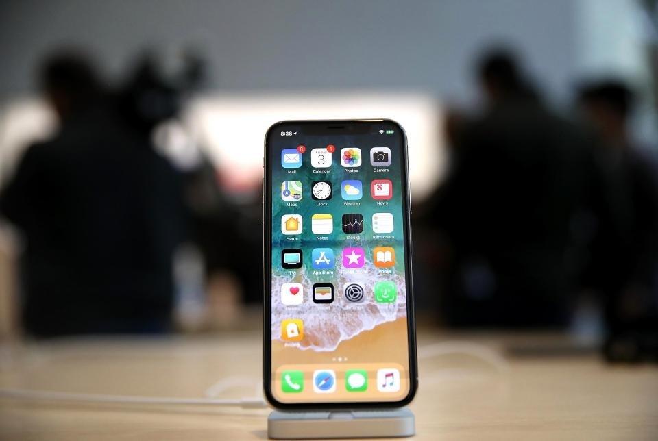 Apple выпустила обновления в котором можно отключать замедление телефона