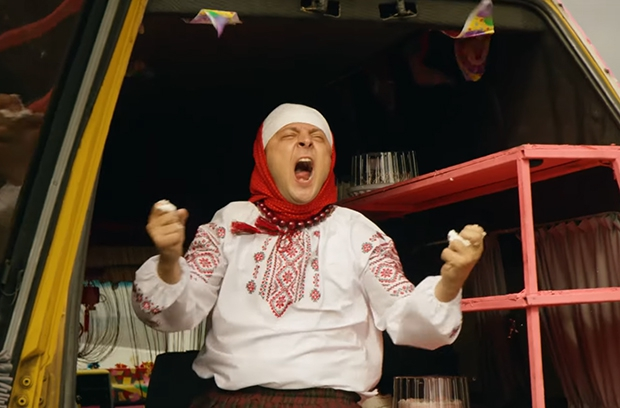 """""""Слуга народа 2"""" Источник: https://delo.ua/lifestyle/sluga-naroda-2-poischetmezhdunarodnyh-pokupatelej-na-kinorynke-v-327917/?supdated_new=1490541963 © delo.ua"""