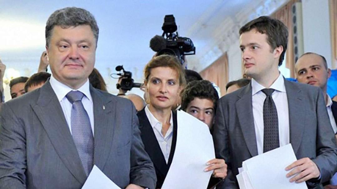Компания сына Порошенко стала совладельцем семейного банка