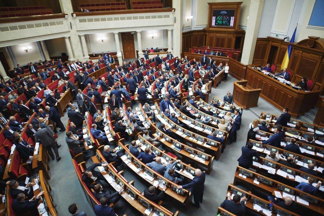 Рада запретила ношение оружия вмногоэтажном здании парламента