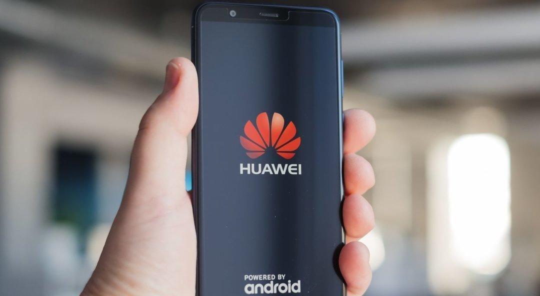 Компании Huawei запретили использовать microSD