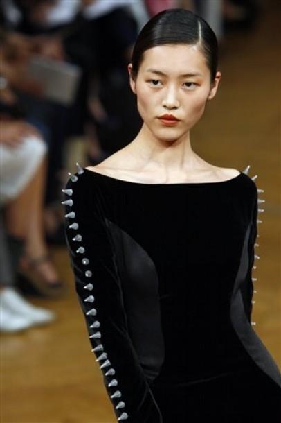 470dc3c7828af9f Самые красивые платья на открытии Недели высокой моды в Париже (32)