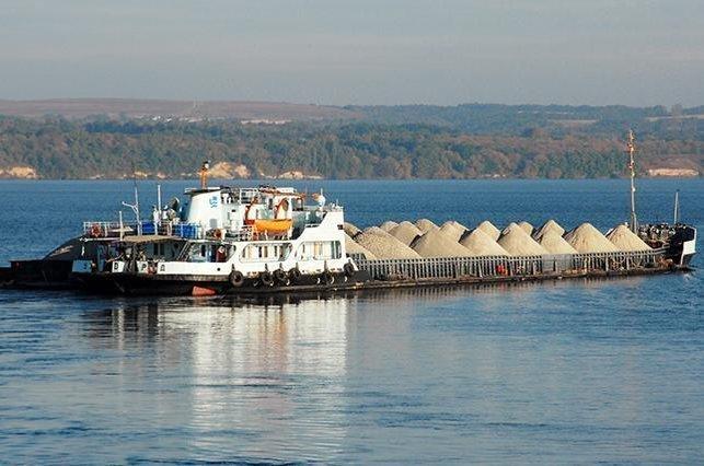 Перевезення зерна в Україні хочуть перенести з доріг на річковий транспорт