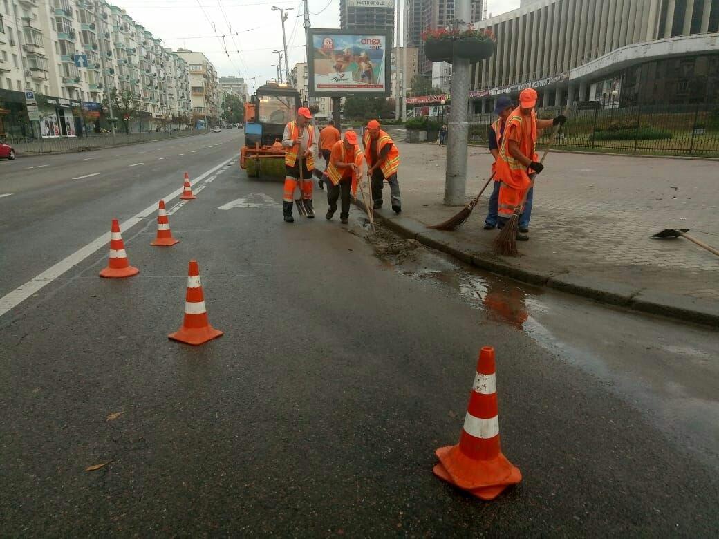 ВКиеве из-за дождя затопило торговый центр
