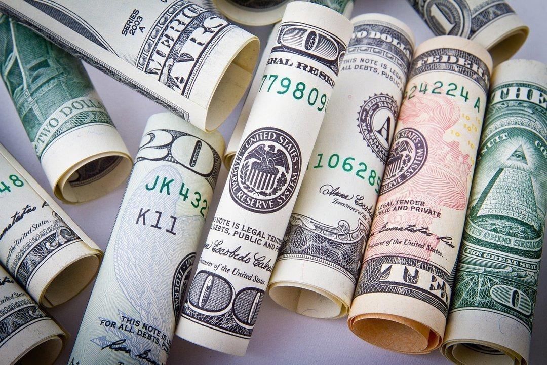 Кначалу весны украинцы вновь продали банкам валюты больше, чем приобрели