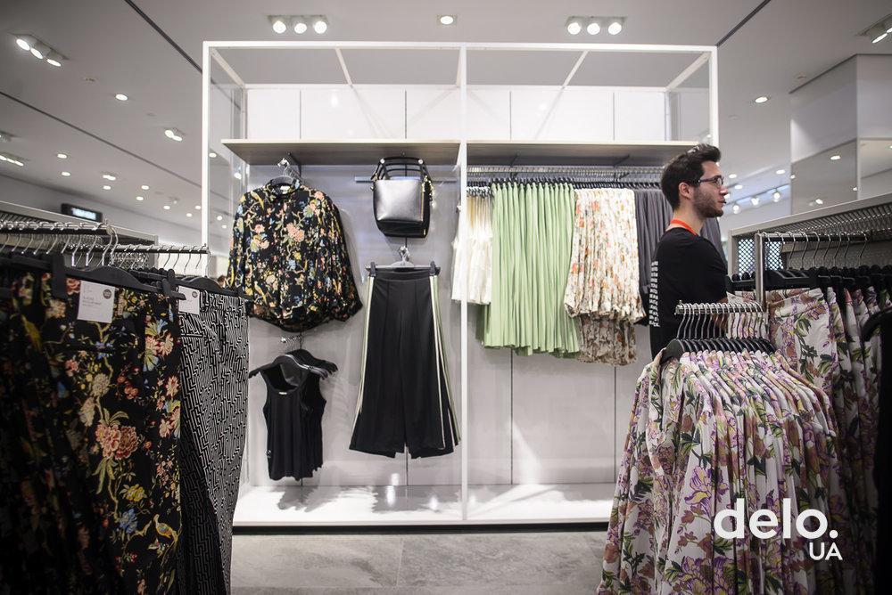 10634a6fa248 H&M открыл второй магазин в Киеве - : деловой новостной сайт Дело ...