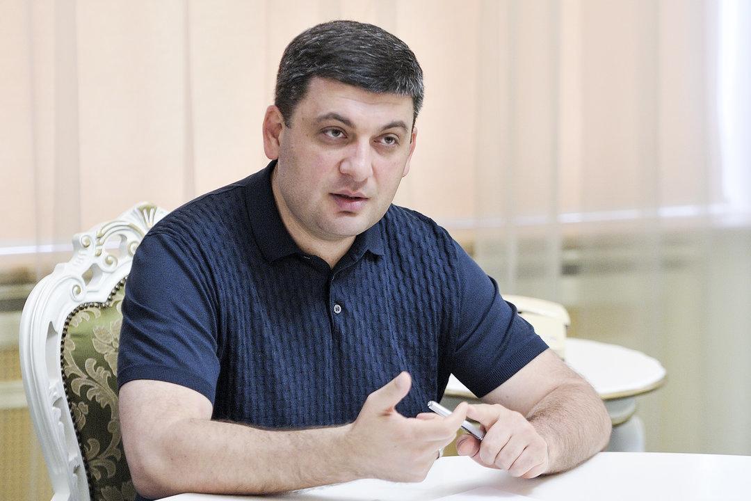 Гройсман пригрозил Коболеву отставкой из-за судебного иска против Кабмина