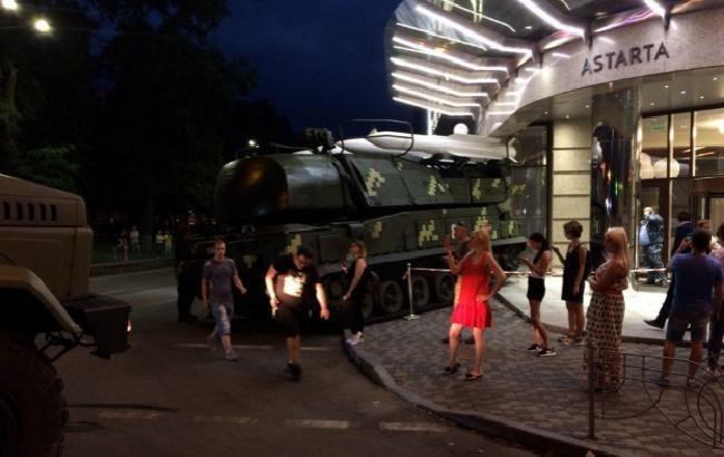 ВКиеве столкнулись танк ивоенный фургон