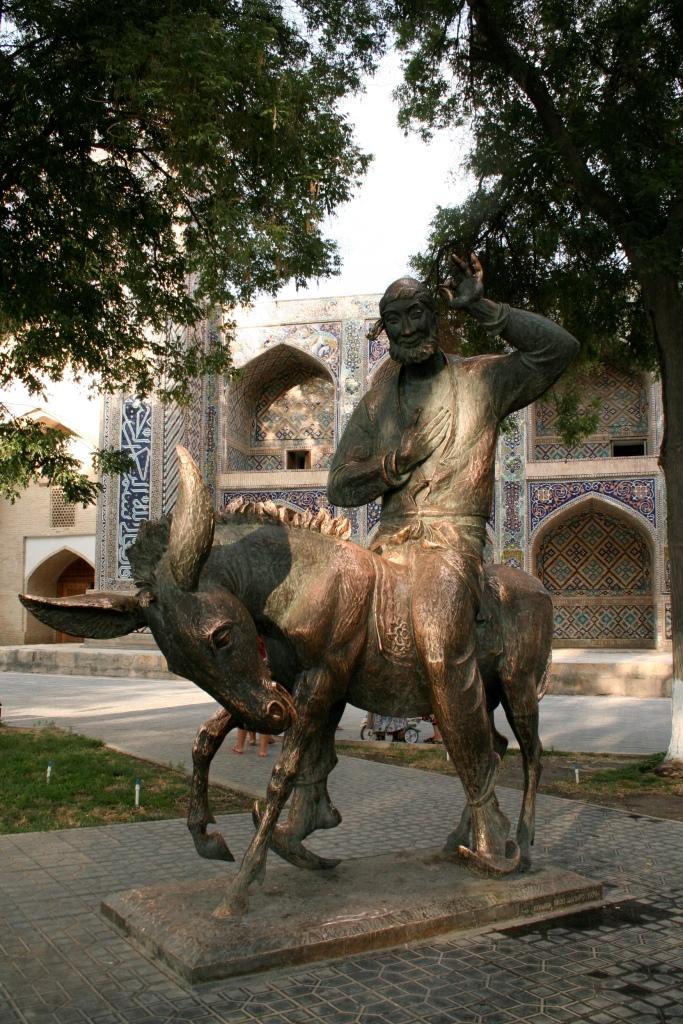 Памятник Ходже Насреддину в Бухаре