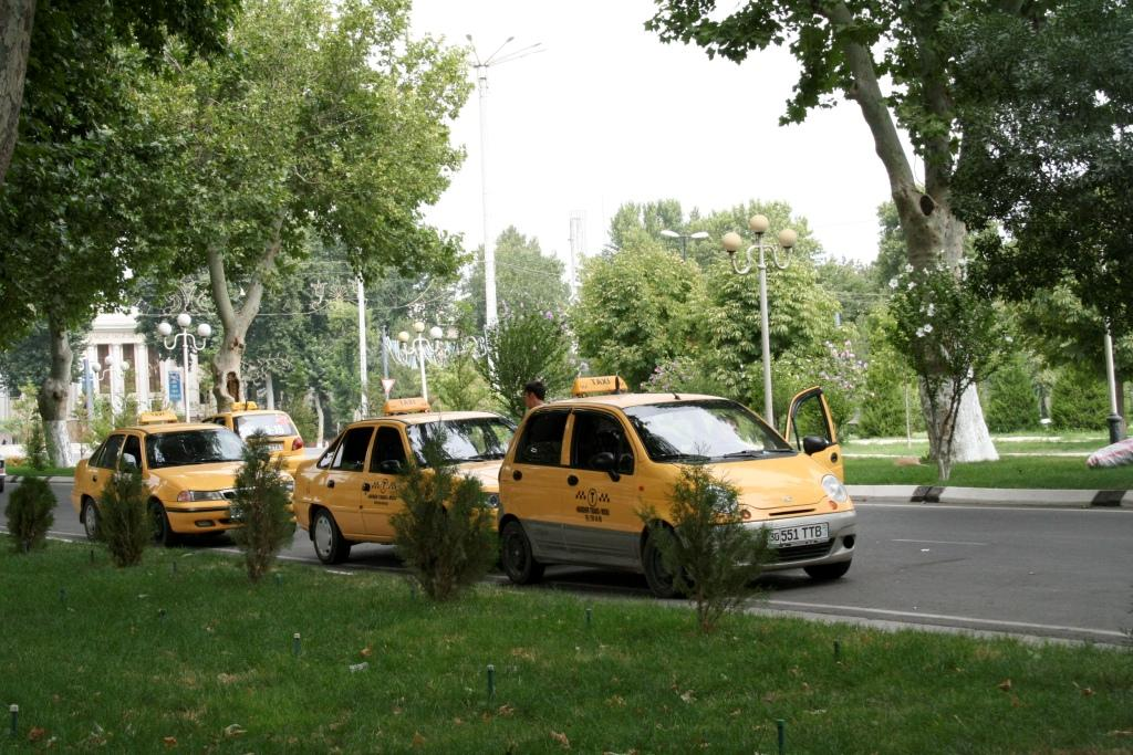Все такси в Узбекистане желтого цвета