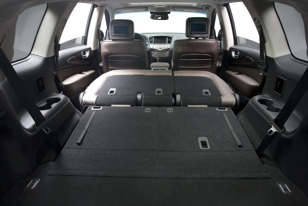 Если сложить второй и третий ряд, в машине смогут спать двое взрослых