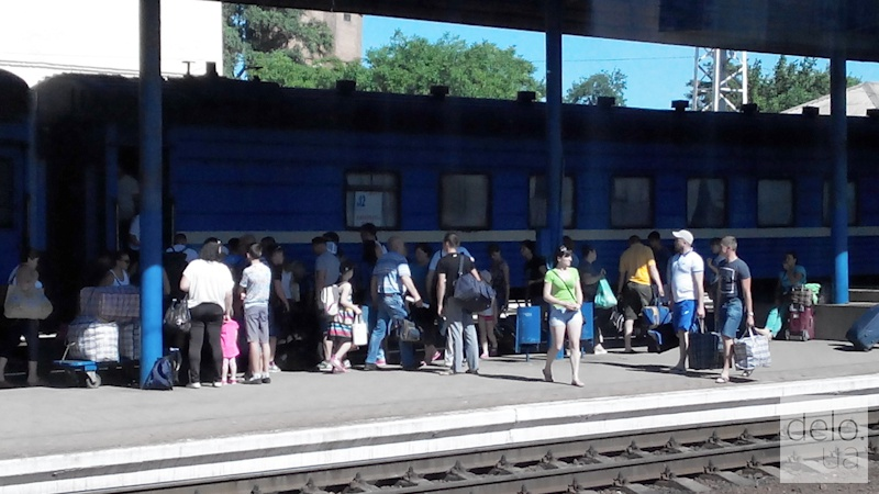 Репортаж из Мариуполя. Возобновленный поезд Мариуполь-Львов прибыл в Запорожье