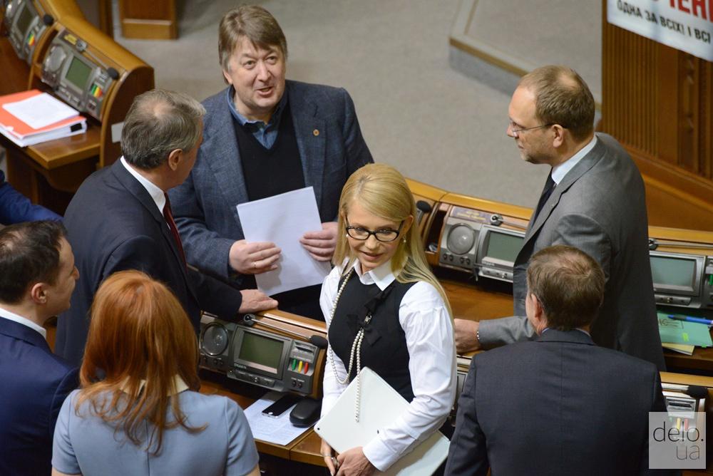 На отчет Кабмина Тимошенко пришла с новой прической. Фото: Виталий Головин