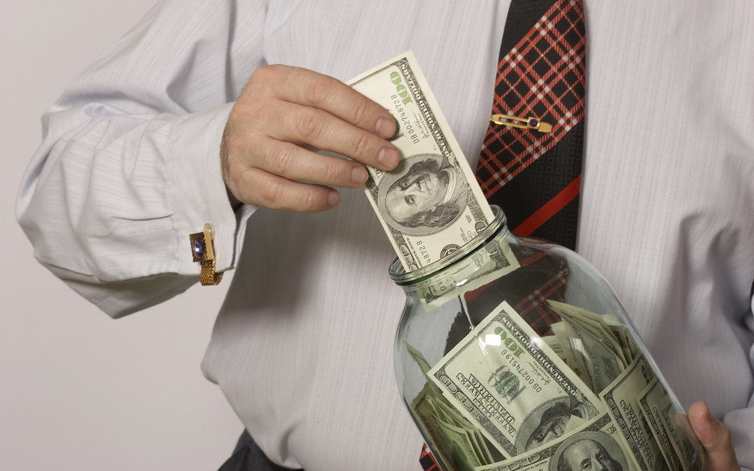За2017 год вукраинцев резко уменьшились сбережения: названа сумма