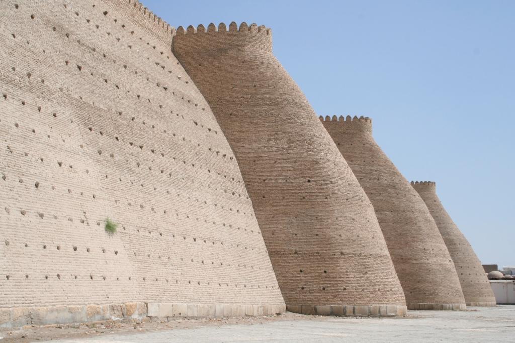 Стены крепости Арк в Бухаре