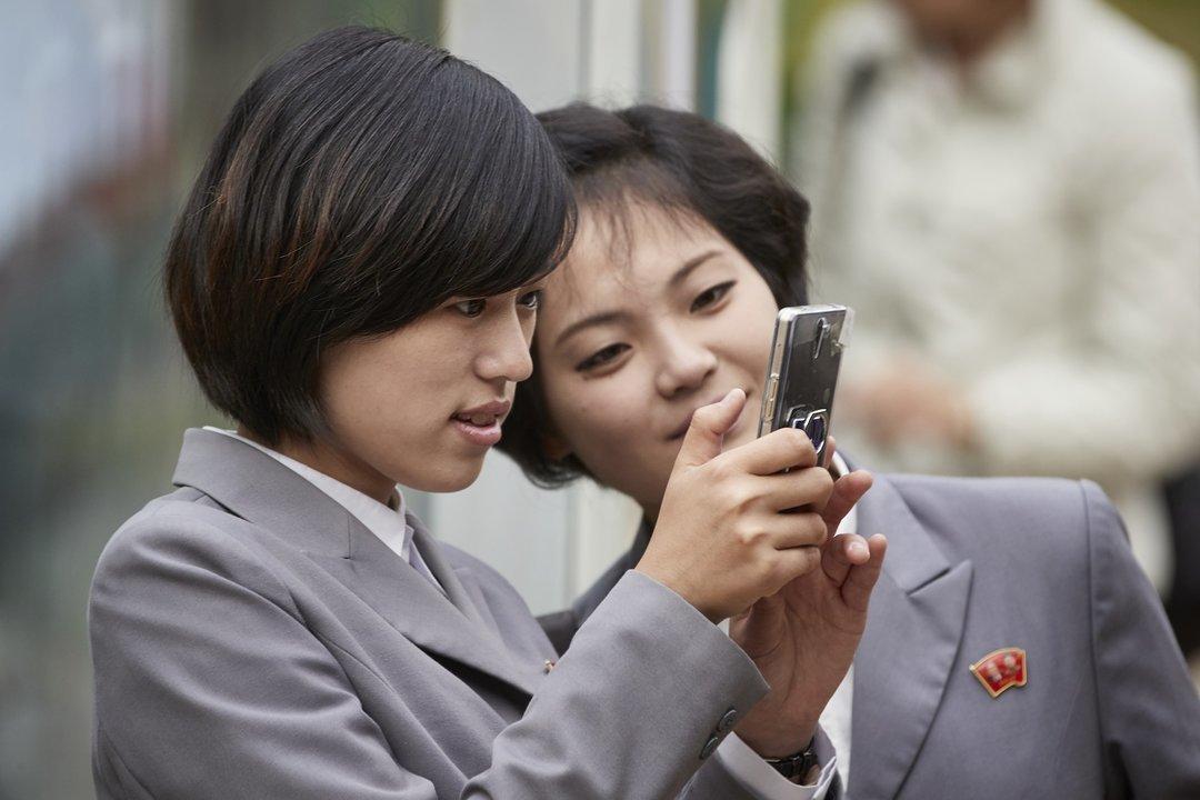 Самсунг выпустила сенсорный смартфон, который неможет выходить винтернет