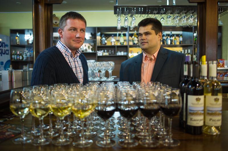 Гости пили вино отхозяйства князя Трубецкого