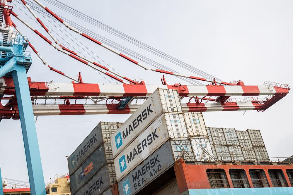 Контейнера Maersk. Вид с высоты полета небольшой птички. Фото: Эмма Солдатова