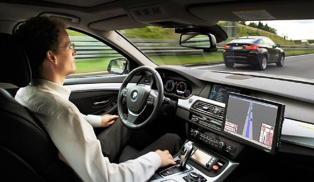 """В ЕС обяжут автомобили оборудовать """"черными ящиками"""""""