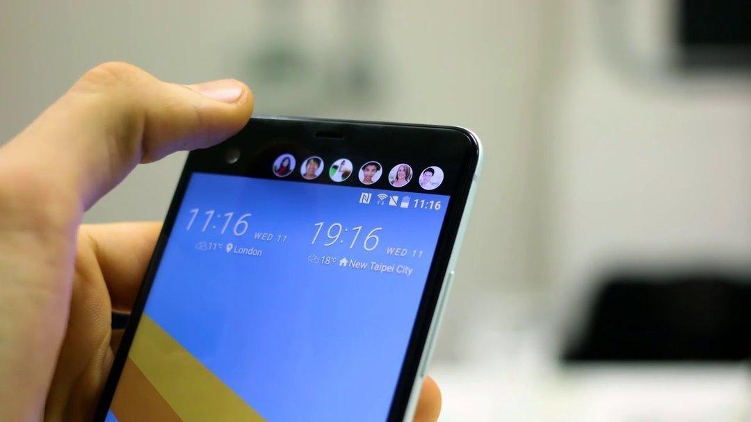 В сети появились фото вариантов телефона Samsung с двумя экранами ... a7469021af7