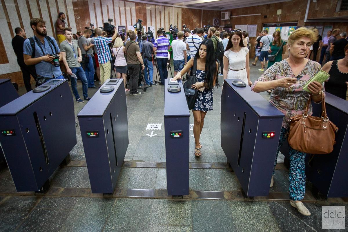 Билеты с QR-кодом начали тестировать в Киевском метрополитене. Фото: Т.Довгань