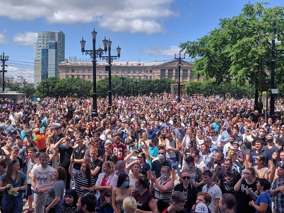"""В России прошли многотысячные митинги против """"вечного"""" Путина ..."""
