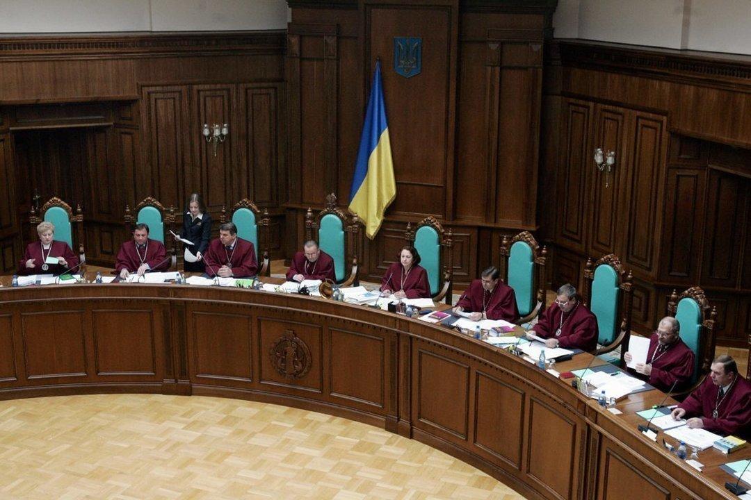 https://delo.ua/files/news/images/3396/5/picture2_konstitucionnyj-s_339605_p0.jpg