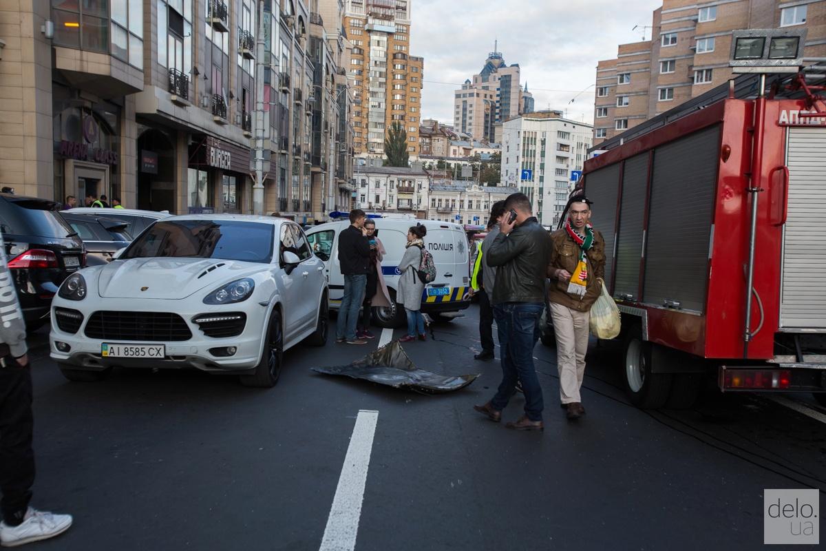 В центре Киева взорвали автомобиль, погиб Тимур Махаури. Фото: Э.Солдатова