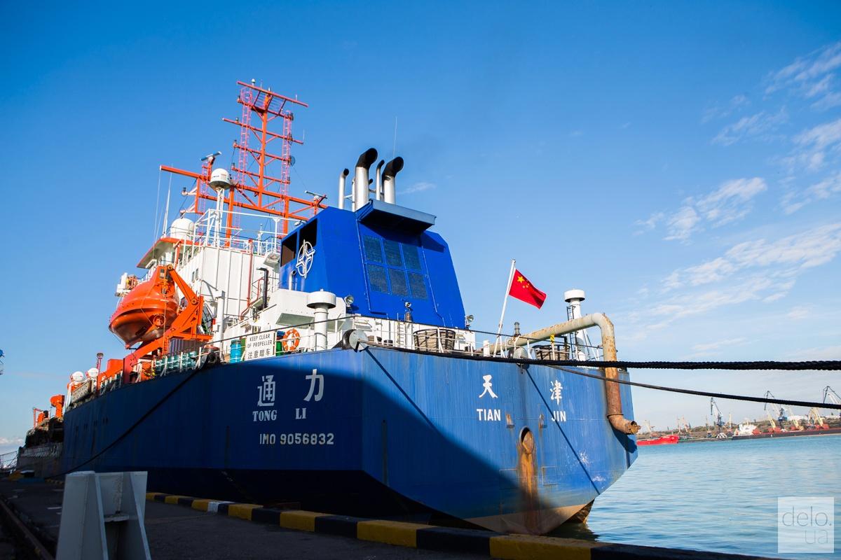 Дноуглубительное судно CHEC, крупный план. Фото: Эмма Солдатова
