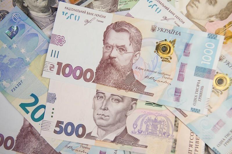 Очередное падение гривни: доллар и евро продолжают дорожать