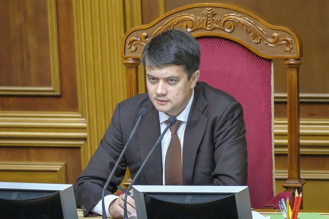 В Раду не поступало заявление Гончарука об отставке — Разумков