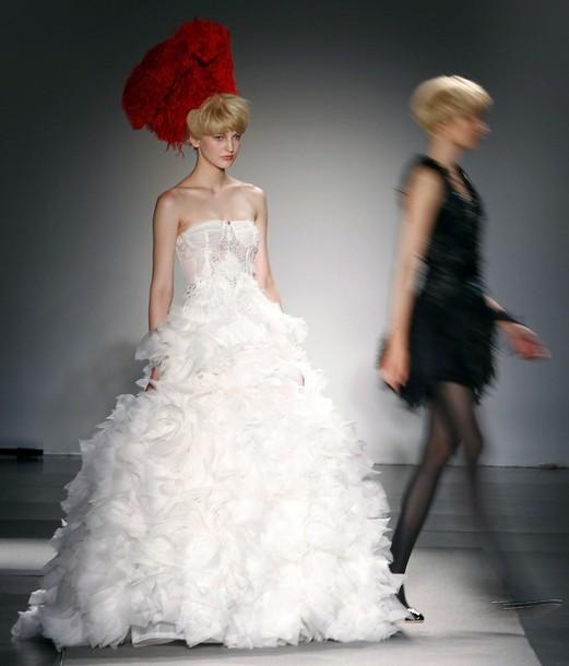 15cd866da48f313 Самые красивые вечерние и свадебные платья на открытии Недели ...
