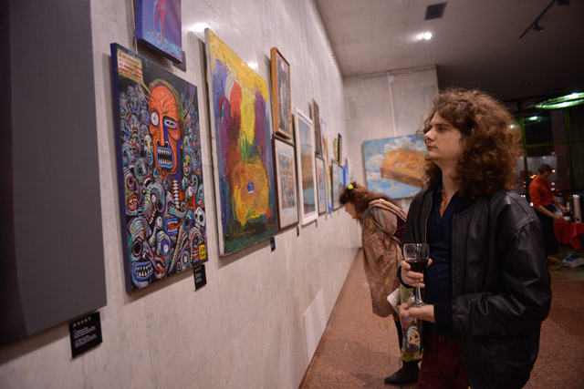 На предаукционной выставке в Украинском Доме. Фото: Виталий Головин