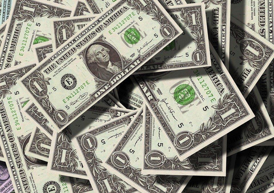 Украинцы летом побили рекорд скупки валюты