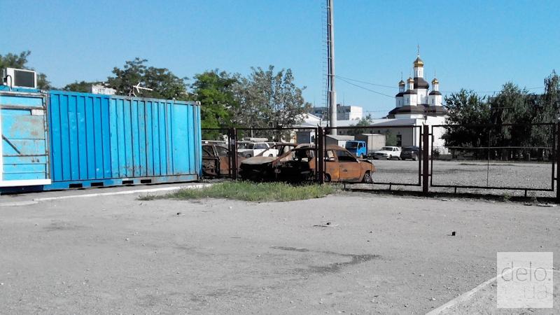 Репортаж из Мариуполя. Автомобили, сгоревшие во время обстрела Восточного в январе 2015