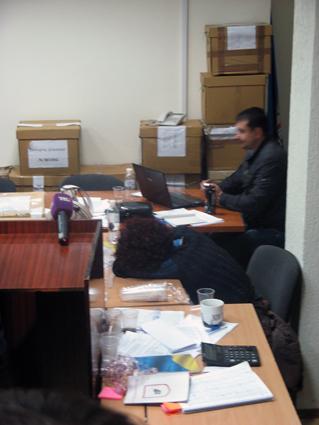 223-й округ: некоторые члены ОИК спали прямо на столах
