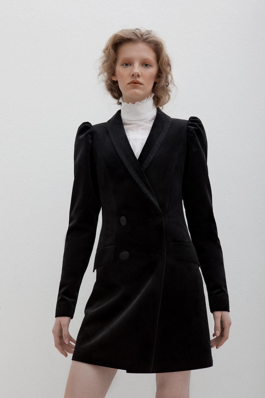 Модель из коллекции pre-fall 2017 бренда Flow The Label