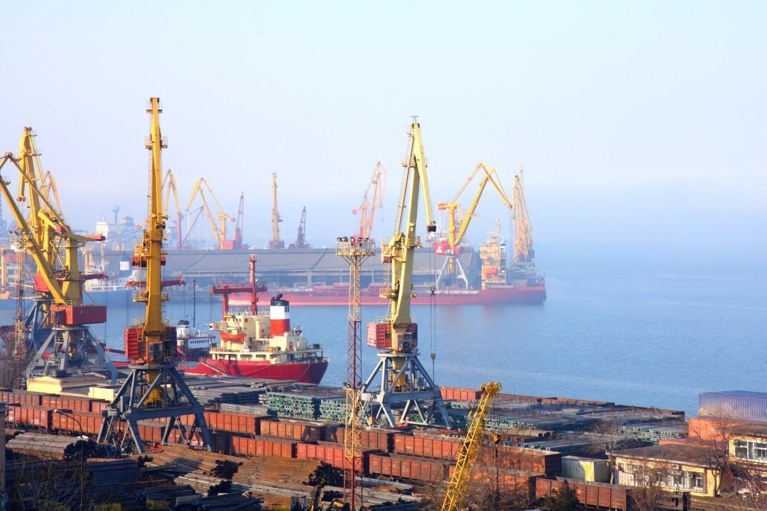 Одесских фискалов уличили в краже 200 тонн изъятого у иностранной компании товара