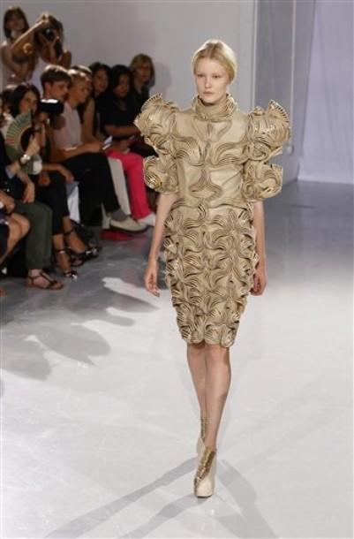 22a60a96452e5fa Самые красивые платья на открытии Недели высокой моды в Париже (42)