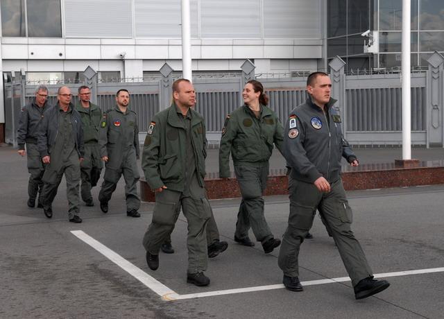Команда медиков с немецкой летающей станция интенсивной терапии MEDEVAC